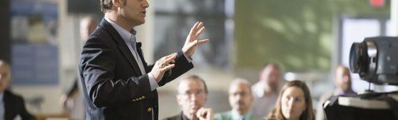 למה חשוב שיהיו דיילות בעמדות רישום בכנסים?